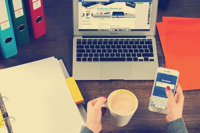 Jak přidat ikony soc. sítí (FB a Instagram) do horní části na webu ve Webnode?